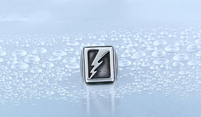 HTB1VRSUOXXXXXapXpXXq6xXFXXX2 800x465 - Vintage Lightning Punk Stainless Steel Ring