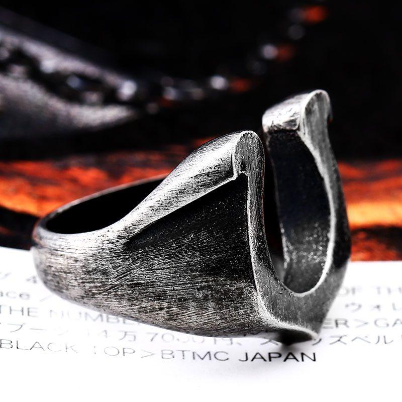 Viking Horseshoe ring 5 800x800 - Viking Horseshoe Ring